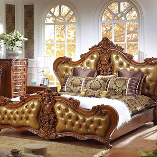 FIBE4:布貼りのヘッドボードを使用した高級感のある伝統的なベッド